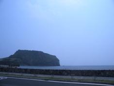 城山日出峰(ソンサンイルチュルボン) ~済州火山島と溶岩洞窟群~