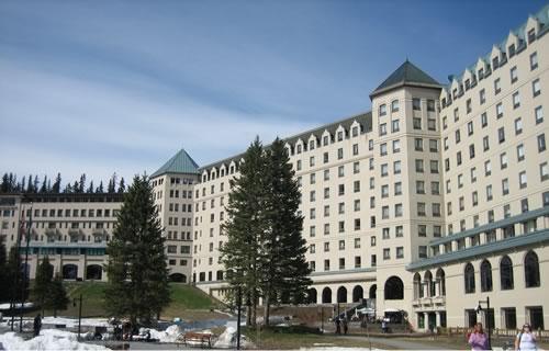 レイクルイーズの人気ホテルで夢のような時間を0