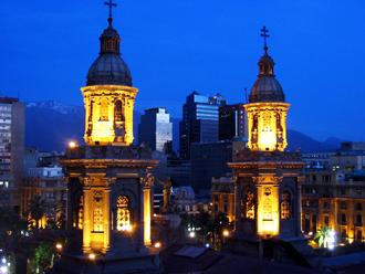 アルマス広場近くの高層マンションからカテドラルを望む
