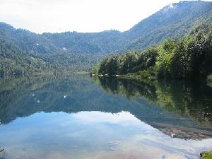 Huerquehue国立公園内Tinquilco湖